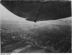 Berlin, Tempelhofer Feld (Quelle: Bundesarchiv, Bild 102-02375 / CC-BY-SA, http://commons.wikimedia.org/wiki/File:Bundesarchiv_Bild_102-02375,_Berlin,_Tempelhofer_Feld.jpg)
