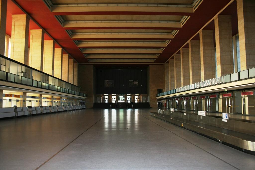 Die Abfertigungshalle des Tempelhofer Flughafens (David Bauer, 25.3.2013)