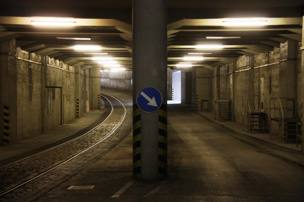 Die unterirdischen Versorgungsadern - Bahn- und Straßentunnel (Milenko Ristic, 25.3.2013)