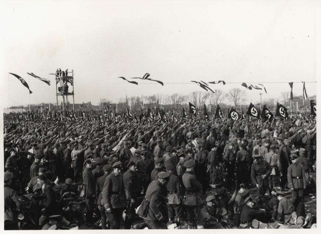 1. Mai 1933; Aufmarsch auf dem Tempelhofer Feld  Fotograf: k. A. Rechte: Landesarchiv Berlin K01712